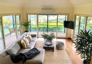 A seating area at Four Winds Luxury Villas Byron Bay