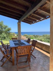 Ein Balkon oder eine Terrasse in der Unterkunft Porto Corallo / Costa Rei