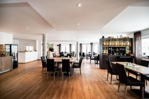 Ein Restaurant oder anderes Speiselokal in der Unterkunft Sternplatz-Hotel