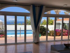 Vista de la piscina de Costa Adeje Tenerife Villa Golf o alrededores