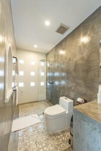 A bathroom at Victory Road Villas