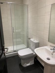 A bathroom at Rufford Lodge