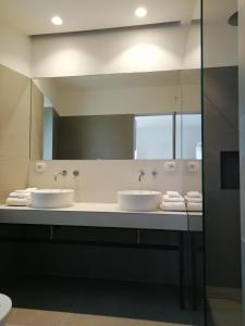 A bathroom at Pietra Pesara