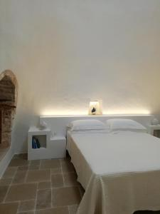 A bed or beds in a room at Pietra Pesara