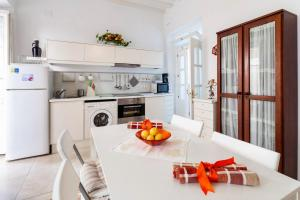 A kitchen or kitchenette at Alojamientos Cadiz Sol