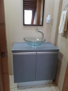 A bathroom at Loft, conforto e praticidade.