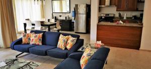 A seating area at Apartment Ocean Front Infiniti Blu