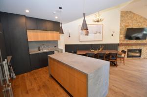 A kitchen or kitchenette at Wintergreen 10