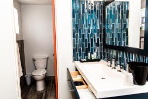 A bathroom at American Classic Inn