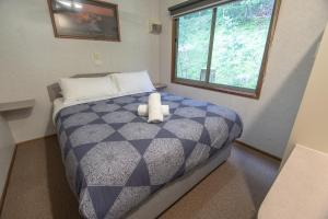 A bed or beds in a room at BIG4 Wye River Holiday Park