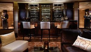 The lounge or bar area at Sofitel Bangkok Sukhumvit