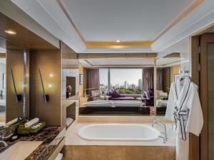 A bathroom at Sofitel Bangkok Sukhumvit
