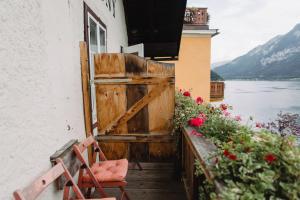 A balcony or terrace at Gasthof Simony Hallstatt B&B