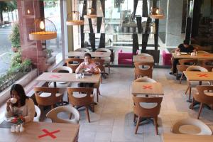 A restaurant or other place to eat at Swiss-Belinn Baloi Batam