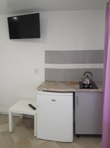 A kitchen or kitchenette at Guest house Elena