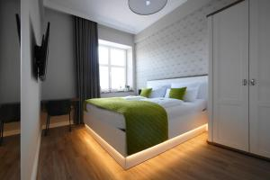 A bed or beds in a room at Altes Amtshaus