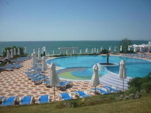 Бассейн в PrimaSol Sineva Beach Hotel - Все включено или поблизости