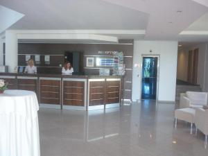 Лобби или стойка регистрации в PrimaSol Sineva Beach Hotel - Все включено