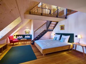 Ein Bett oder Betten in einem Zimmer der Unterkunft Romantik Hotel Zum Klosterbräu