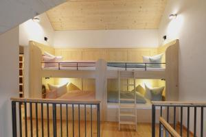 Ein Etagenbett oder Etagenbetten in einem Zimmer der Unterkunft Romantik Hotel Zum Klosterbräu