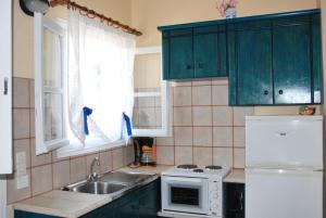 A kitchen or kitchenette at Aigaio Rooms