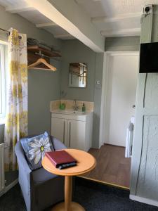 A kitchen or kitchenette at Boston Lodge