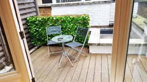 A balcony or terrace at TERRACE 2 BEDROOM APARTMENT- WIFI-Covent Garden
