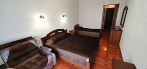 A bed or beds in a room at Gostinitsa Prometei 4