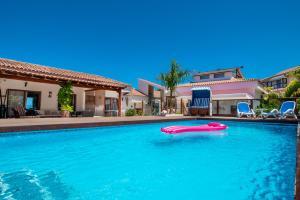 The swimming pool at or near Villa La Perla