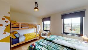 A bunk bed or bunk beds in a room at Bauwerd12 vakantiewoning