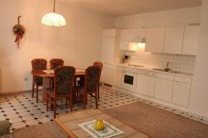 Küche/Küchenzeile in der Unterkunft Seehaus Karantanien am Ossiacher See