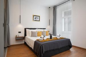 A bed or beds in a room at Deluxe Rooms and Apartments Korzo