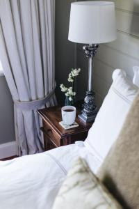 A bed or beds in a room at Lemon Tree Cottage - Bendeela