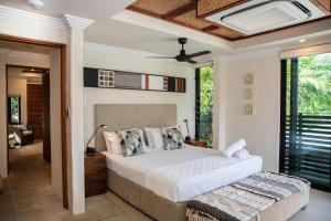 A bed or beds in a room at Sunrise on Four Mile - Port Douglas