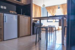 A kitchen or kitchenette at Via Mare Apartments