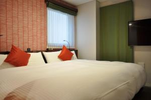 A bed or beds in a room at SAKU REN Jimbocho