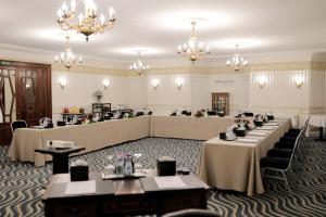 Um restaurante ou outro lugar para comer em Steigenberger Cecil Hotel Alexandria