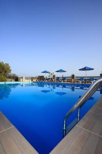 Der Swimmingpool an oder in der Nähe von Villa Galini
