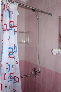 A bathroom at Номера у моря