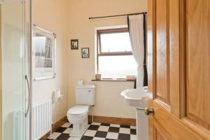 A bathroom at Ash House Bed and Breakfast