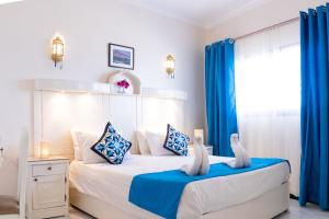 A bed or beds in a room at Coral Coast Hotel