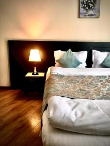 A bed or beds in a room at Old Town Mtatsminda