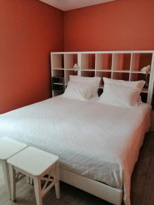A bed or beds in a room at Sonetos Do Tejo
