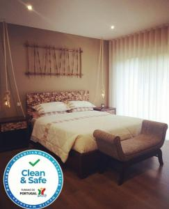 A bed or beds in a room at Casa do Padreiro