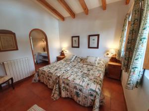 Cama o camas de una habitación en Masia el Relleuero