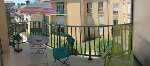 A balcony or terrace at LE PONT NEUF 61