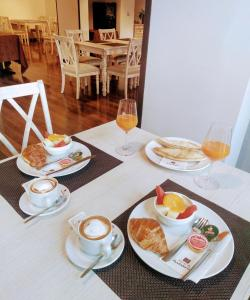 Un restaurante o sitio para comer en Villa Turistica de Bubion