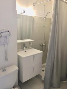 A bathroom at Hostellerie Saint Benoît