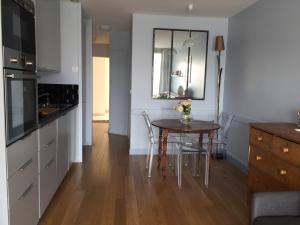 A kitchen or kitchenette at Le Studio Goëland