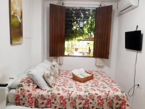 A bed or beds in a room at Hostel da 13 e Suítes